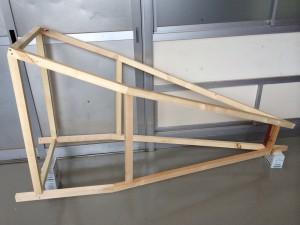 飛行機の胴体部分。角度を計算するのが大変。