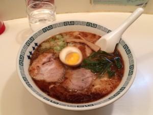 桂花拉麺。独特なスープとマー油の香りが好みの分かれるところ。