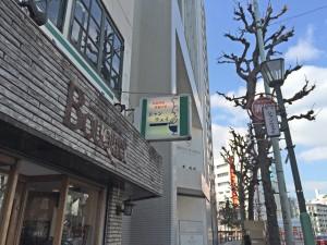 シャンウェイの看板。2階にあるお店。