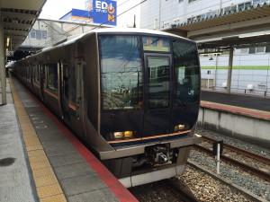 JR西日本321系電車、快速宝塚行き。でも、行き先が写らなかった(・ω・)