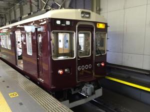 阪急電車・宝塚線の『急行 梅田行き』。この色合いがたまらなく好き。