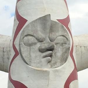 胴体にある現在を表す『太陽の顔』。これはどんな表情なのだろう。