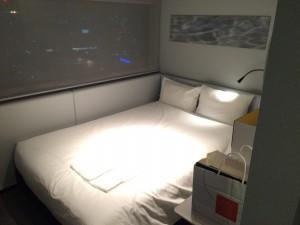 17階のシングルルーム。新しいためかとても綺麗な室内。一人旅なら十分な設備でした。