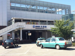阪神の今津駅。本当は外に出なくても阪急に乗り継げるけど外観を取るために外へ。