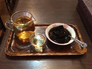 『孤独のグルメセット』。天才花茶と台湾仙草ゼリー。
