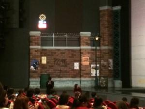 東京宝塚劇場の下手側。