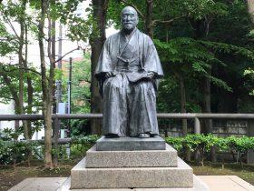 高橋是清翁の像。昭和30年に再建されたものらしい。
