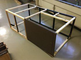 天板の開く台のフレームの上手用。地区で使った台の60cmの横棒を外して、90cmの物に取り替えた。