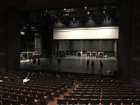 彩の国さいたま芸術劇場で声だし中。声がとっても良く響くホールです。